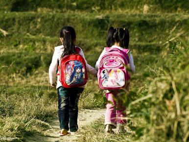 幼儿园孩子背的小书包多大合适
